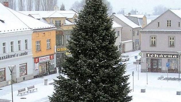 Vánoční strom. Takto vypadal na náměstí v minulém roce.
