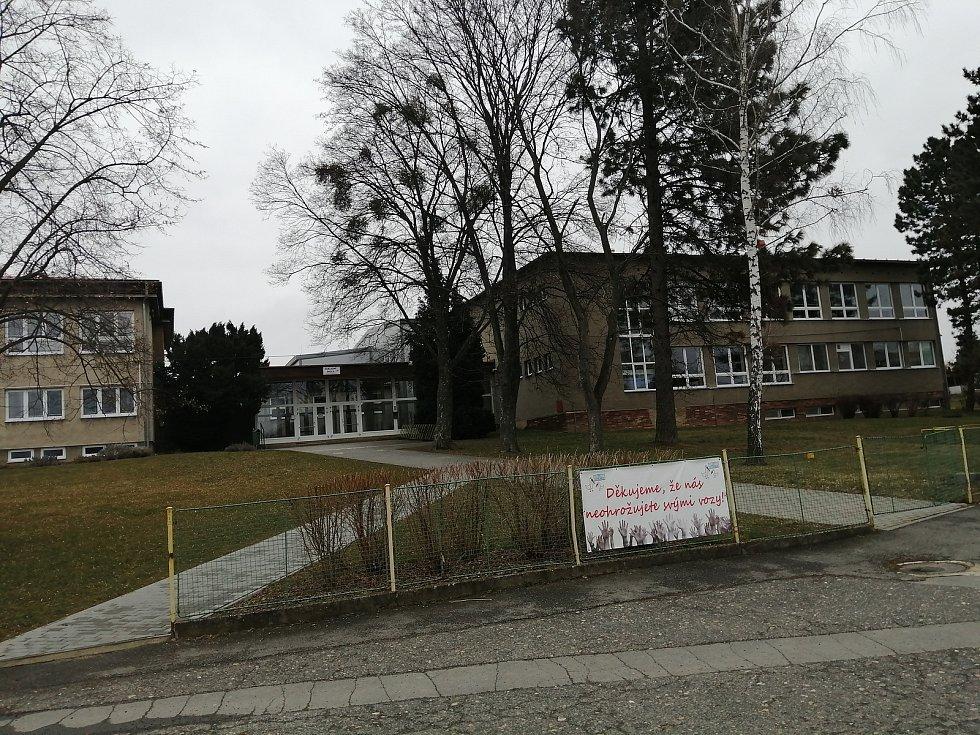 Základní škola ve Stěbořicích.