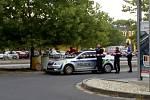 Zásah policie a hasičů u sudů s podezřelým obsahem.
