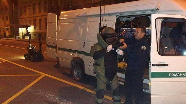 V úterý krátce před sedmou hodinou večerní byl oznámen opavským policistům nález podezřelého kufru, který ležel v prostoru před trafikou na vlakovém nádraží Opava-východ v Jánské ulici.
