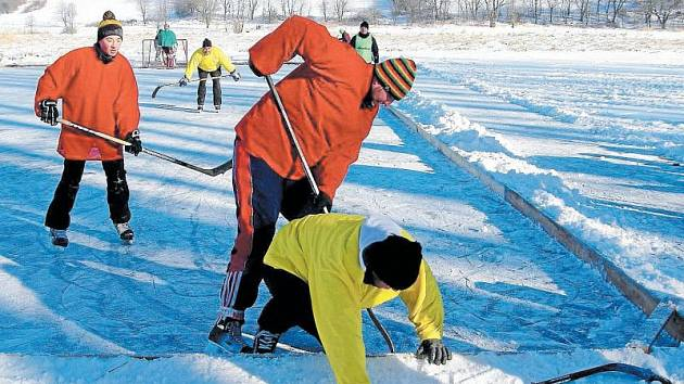Rybník Celňák se na celý den změnil v hokejovou arénu. Odehrál se zde turnaj Winter classic podle rybníkářských pravidel.