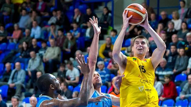Václav Bujnoch (ve žlutém)