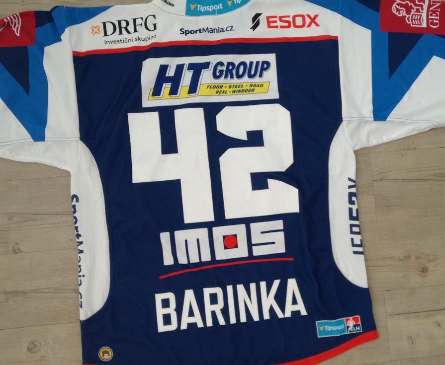 Michal Barinka - dres Komety Brno podepsaný všemi hráči.