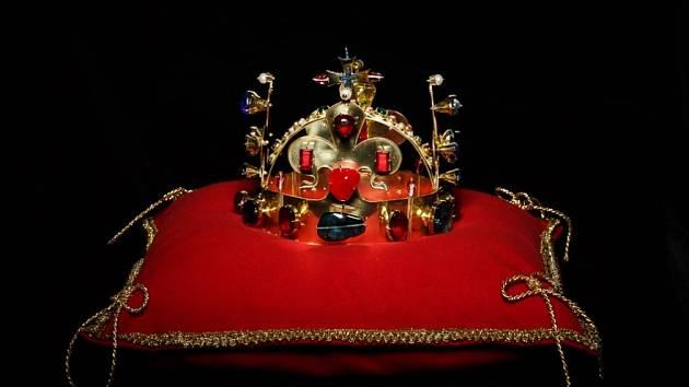 Na výstavě v Hradci nad Moravicí spatříte Říšské koruny Karla IV.