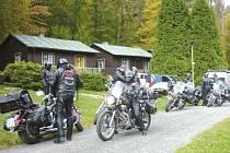 Některé schůzky organizátorů akce z motorkářského klubu Beskyds´s Raiders, se realizovaly přímo na místě konání v areálu Rekreačního střediska Hadinka.