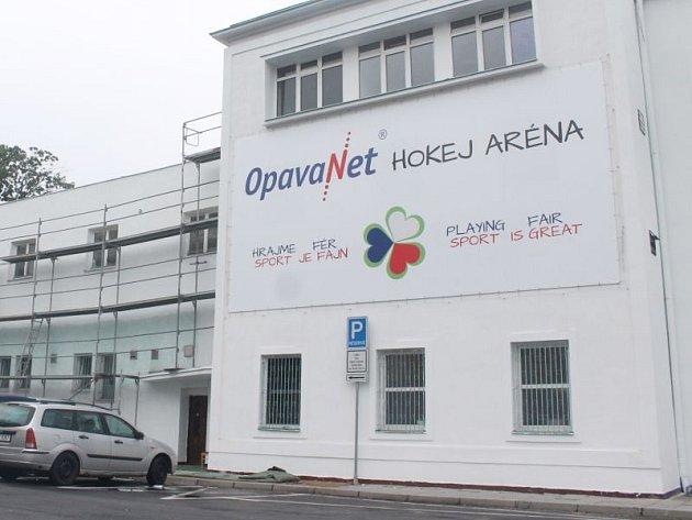 Zimní stadion města Opavy, který je domovským stánkem hokejistů HK Opava, má odnedávna jiný název. Nově se jmenuje OpavaNet Hokej Aréna.