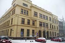 Pošta na Masarykově ulici v Opavě bude mít díky rekonstrukci bezbariérový vstup. V současné době se tělesně postižení lidé dovnitř dostanou jen za pomoci přivolané obsluhy.