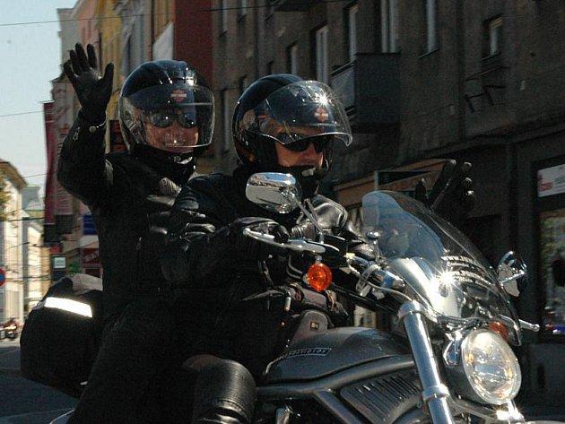 Harleye a jejich majitelé strávili v Opavě asi hodinu a půl a poté se vydali zpět na hradecký zámek. Zde si nejprve zasoutěží v klasických motorkářských disciplínách a večer na ně čeká bigbít – zahraje Katapult revival a další hosté.