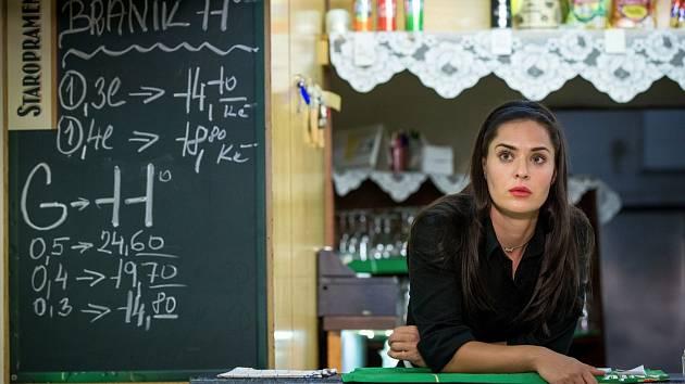 Dominika Býmová jako číšnice Romana ze Severky.