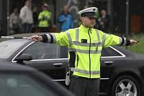 Martin Neděla svou autoritu používá nejen jako policista, ale rovněž jako fotbalový rozhodčí.