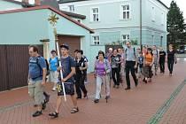 Lidé nejen z Bohuslavic se na každoroční pouť do Hrabyně letos vydali už podesáté.