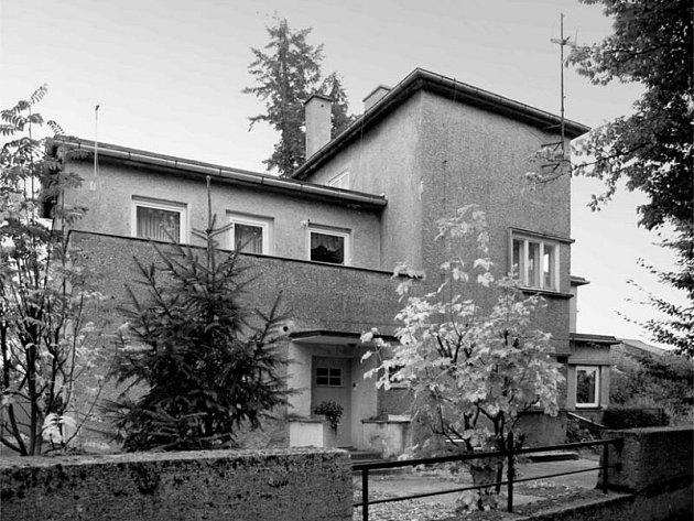 Jeden z exponátu výstavy. Budova se nachází v polské obci Dobrodzien.