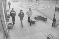 Pravděpodobní pachatelé loupeže na záznamu z videokamer Městské Policie.