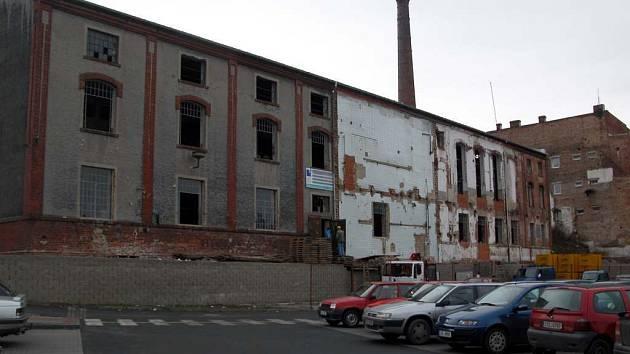 Bývalé škrobárny se v současné době přestavují. Právě z této stavby Tomáš Geci utekl. Na svobodě však nebyl ani týden.