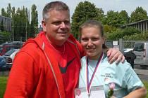 Talentovaná kladivářka Pavla Kuklová se svým otcem a trenérem v jedné osobě Pavlem Kuklou.