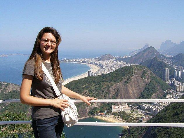 K programu vědeckých setkání patří pravidelně i doprovodný program. Tak vypadá pláž Copacabana v Rio de Janeiru z vrcholu Cukrové homole.