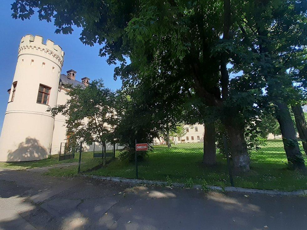 Zámek Dolní Životice.
