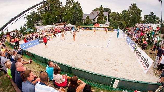 Beachvolejbalový šampionát na Kolofíkově nábřeží v Opavě.