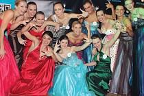 Studentka Slezské univerzity Veronika Fojtíková (v horní řadě čtvrtá zprava) se dokázala prosadit do finále soutěže krásy Miss Studentka. Mezi třemi nejhezčími dívkami se její jméno bohužel neobjevilo.
