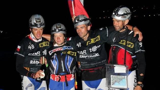 Berghaus Accom Nutrend tým dorazil ve Francii do cíle jako dvanáctý. Zleva: Jaroslav Krajník, Barbora Válková, Tomáš Petreček, Jiří Lorenz.
