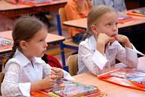 Žáci prvních tříd. Hlavně těch se týkají individuální vzdělávací osnovy.