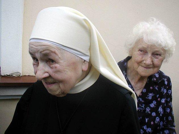 Kordula Heidrová, které nikdo neřekne jinak než Kordulka, byla jednou z řeholních sestřiček, kterou komunisté  v padesátých letech věznili v Hradci  nad Moravicí.