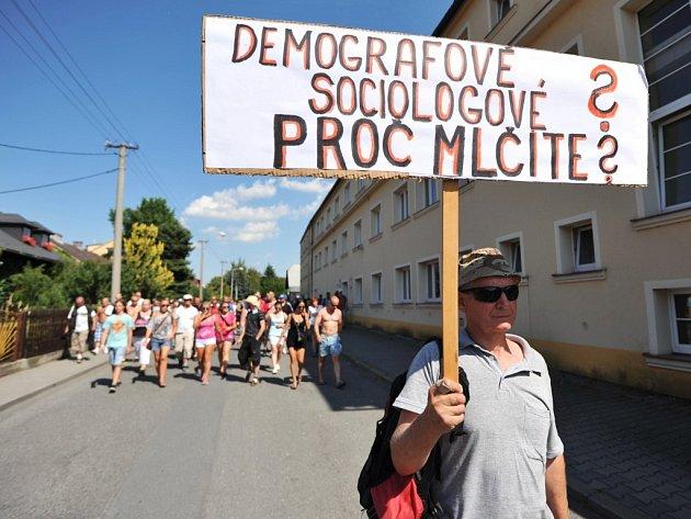 Ve Vítkově na Opavsku se v jeden den konaly současně romská a protiromská demonstrace.