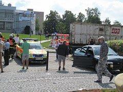 Místo dopravní nehody na Ostravské ulici v Hlučíně.