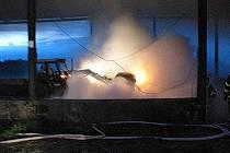 V pondělí, krátce před třetí hodinou ranní, vyjeli moravskoslezští hasiči k požáru slámy do obce Bohdanovic. Po příjezdu na místo hasiči zjistili, že hoří balíky slámy uskladněné v ocelokolně místního statku.