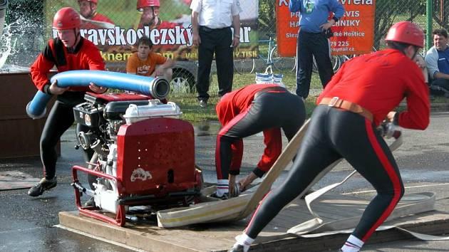 Jako jední z posledních startovali borci z Kobeřic. Výkony z pohárových soutěží je pasovaly do role černého koně. Útok se jim ale nepovedl.