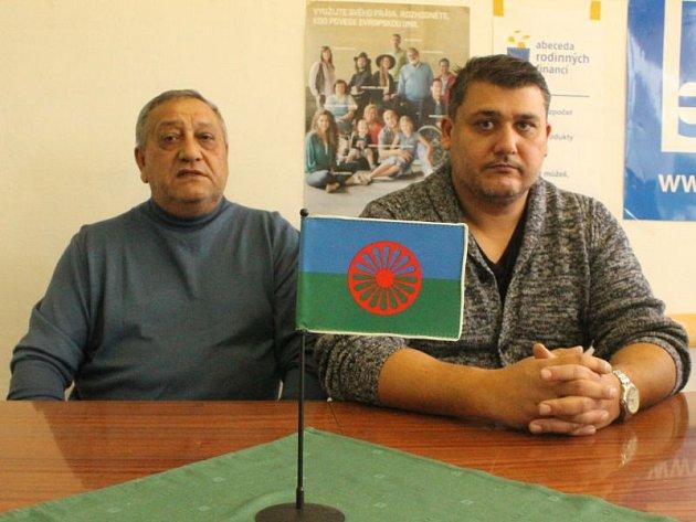 Tiskový mluvčí Dživipenu Julius Lévay (vlevo) a jeho syn Marek, který funguje jako předseda organizace.