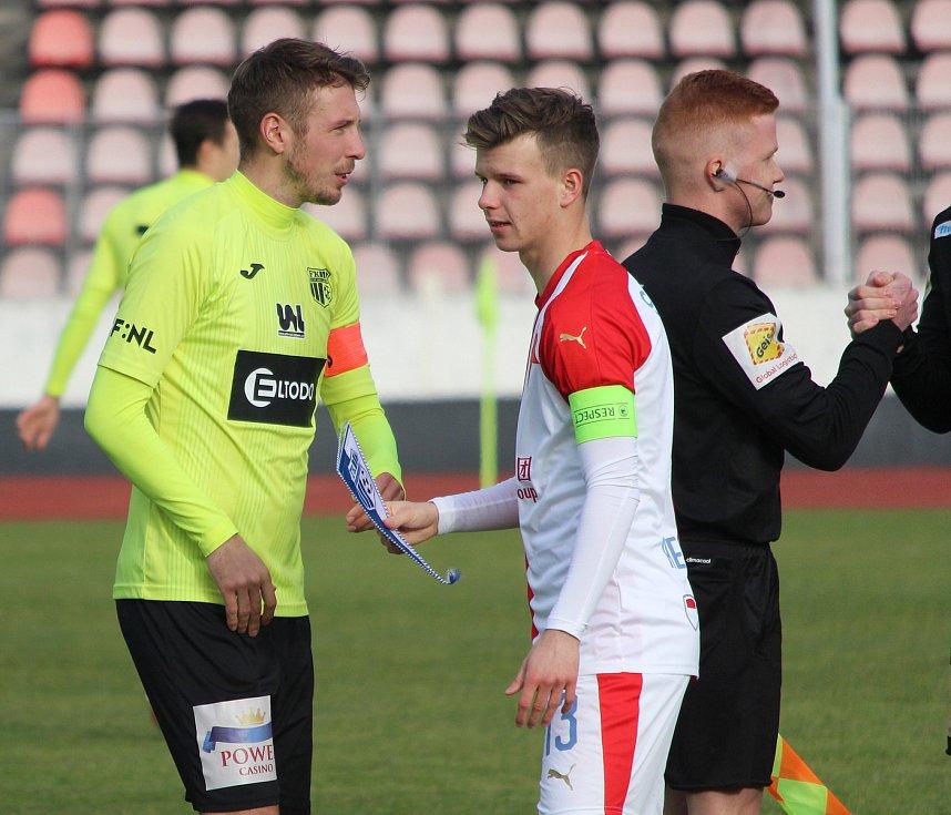 Přípravný zápasSlavia - Ústí 0:1 (0:0)kapitáni (zleva) Jan Peterka a Patrik Hellebrand