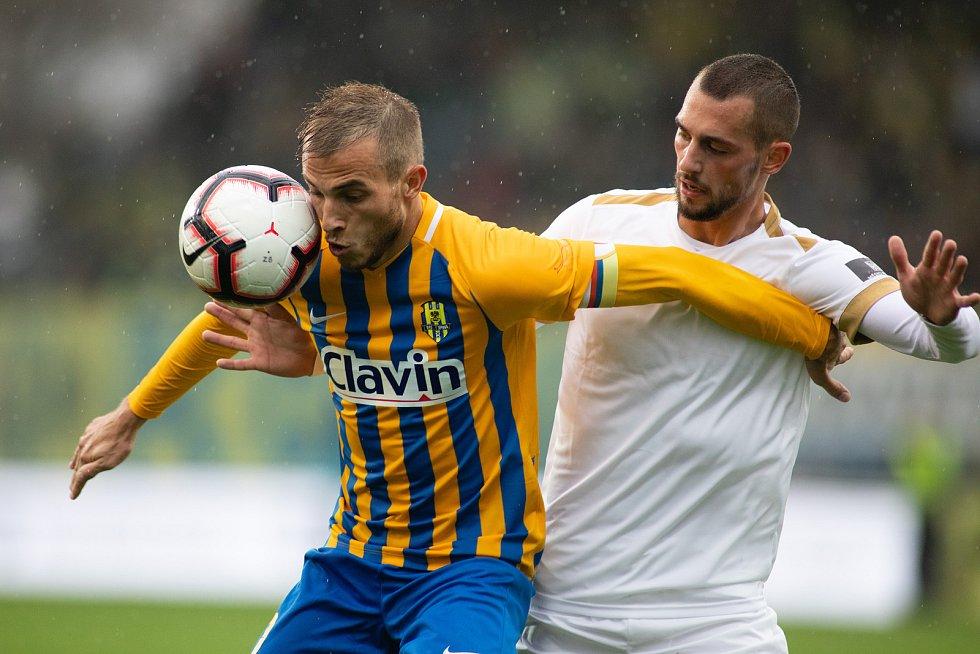 Opava - Zápas 13. kola fotbalové FORTUNA:LIGY mezi SFC Opava a 1. FK Příbram 27. října 2018. Nemanja Kuzmanovič (SFC Opava).