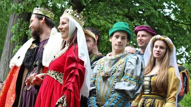 Tradiční Pouť na Hůrku, která je nejvyšším místem Holasovic a jejich místních částí, proběhla během uplynulé neděle a opět se setkala s velkým zájmem veřejnosti.