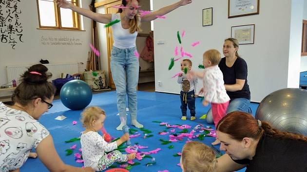 Natalja Monski vede kurzy pro děti.