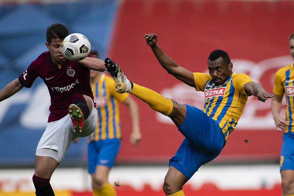 Praha - Zápas fotbalové FORTUNA:LIGY mezi AC Sparta Praha a SFC Opava 25. dubna 2021. Joss Moudoumbou Didiba (SFC Opava).