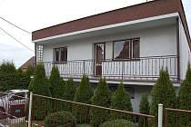 Dům v Bolaticích, kde opavští kriminalisté odhalili pěstírnu konopí.