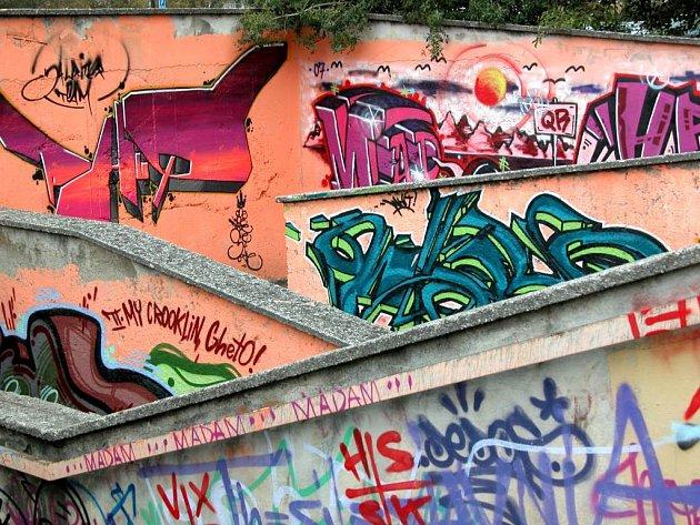 Graffiti v podchodu na Ratibořské ulici.