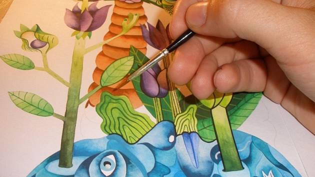 Díla mladého malíře nesou výrazný rukopis svého autora.