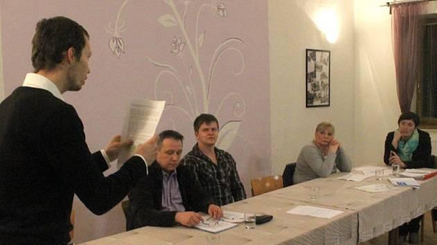 Marcel Nejezchleb tvrdí nyní již bývalé starostce Janě Švejdové, že rezignace její náhradnice Kateřiny Mazurové byla neplatná.