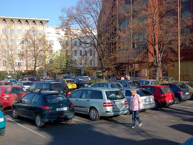 Parkoviště u Hotelu Koruna
