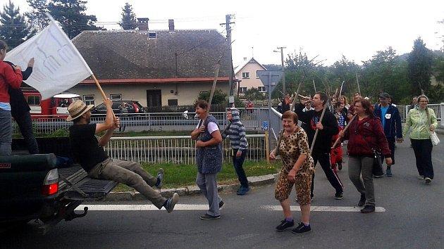 Vidláci se sjeli do Lichnova ze všech stran, aby společně oslavili Den vidlí a změřili své síly na Vidláckých neolympijských hrách.