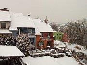 Na výzvu redakce zasílali včera čtenáři fotografie sněhové nadílky. Tento snímek vznikl v Krnově.