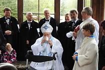Ostravsko-opavský biskup František Václav Lobkowicz se v neděli 12. května vydal do lázní Karlova Studánka. Do otevírání lázeňské sezóny se zapojil mší v kostele Panny Marie Uzdravení nemocných. Následoval průvod k léčivým pramenům, které biskup požehnal