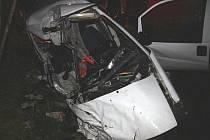 Dva mladí lidé zemřeli ve čtvrtek večer na Brutálsku při dopravní nehodě. Dvacetiletý řidič dostal v dešti smyk a v protisměru se srazil s nákladním autem.