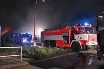 Požár likvidovali hasiči ze stanice Bruntál se třemi cisternami, dobrovolní hasiči ze Světlé a Andělské Hory.