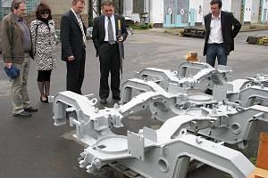 Dílny KOS si mohlo vedení Českých drah prohlédnout práci přímo v plném provozu.
