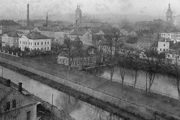 Archivní snímky Krnova ukazují, že před válkou bylo vodních prvků, romantických jezírek i náhonů ve městě daleko více než dnes. Krnovské Benátky už dávno patří minulosti.