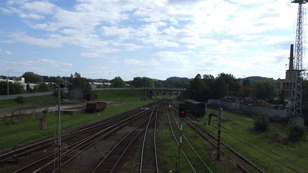 Areál vlakového nádraží v Krnově.