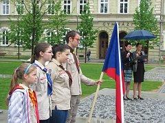 Také v Krnově si místní občané a pamětníci připomněli, že už uplynulo sedm desetiletí od okamžiku, kdy vstoupila v platnost bezpodmínečná kapitulace německých ozbrojených sil a v Evropě skončila válka.